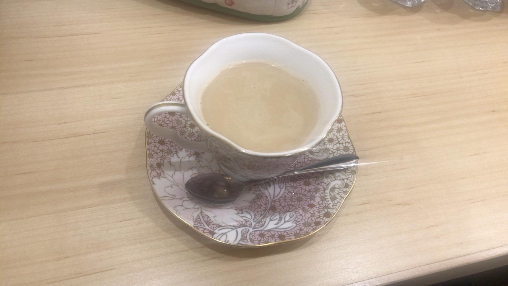 紅茶1杯1000円するカフェでキレてる人を見て思った事。