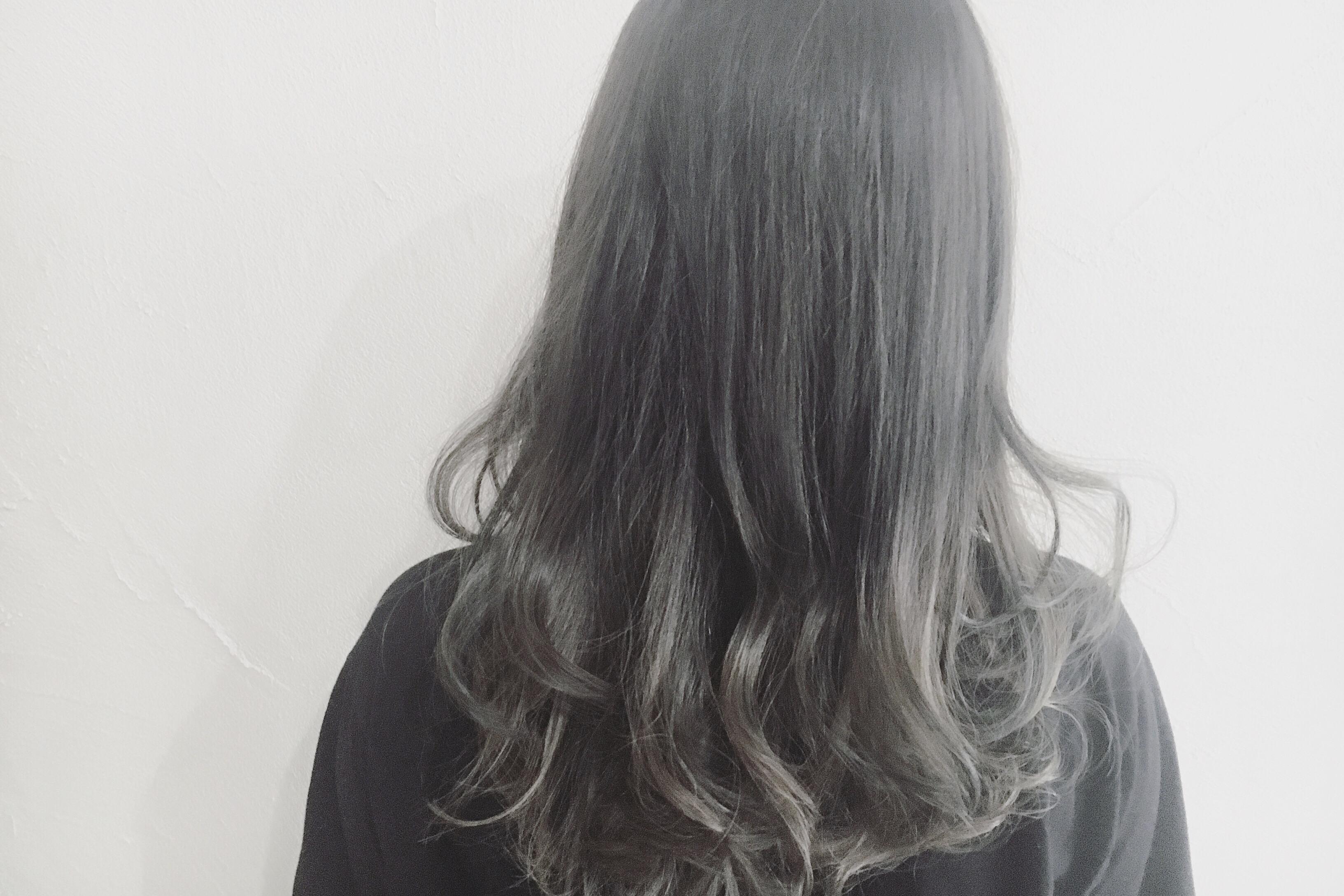 透明感のある髪色グレーを綺麗に作るポイントとは?