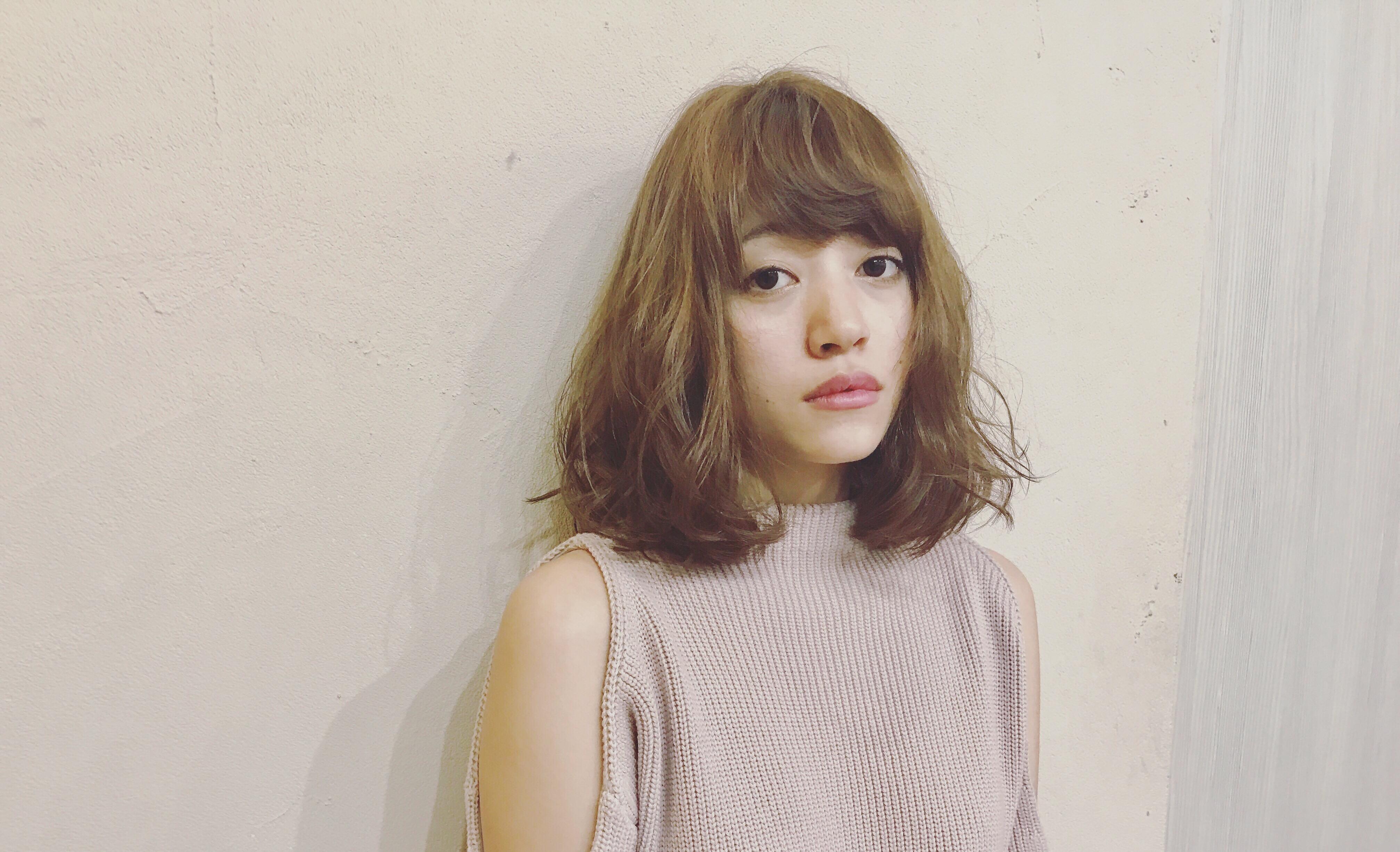 透明感のある髪色、アッシュライトブロンド×ロブ